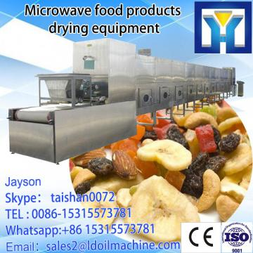 Continuous working microwave drying and sterilizing machine for galic slices